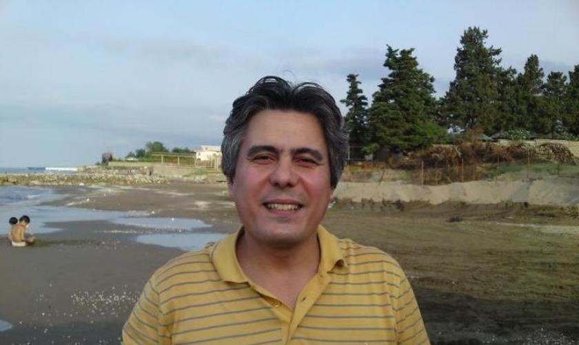 O pastor Behnam Irani, de 43 anos, foi preso por suas atividades em uma igreja evangélica em Karajr, no Irã.