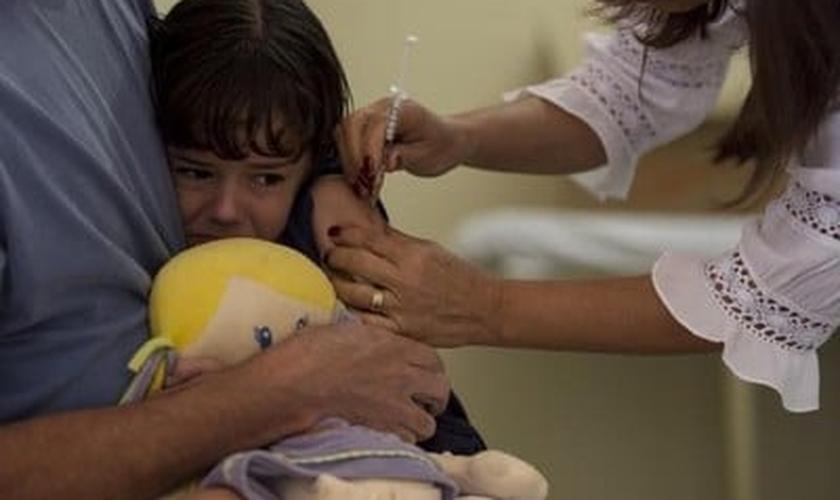 Vacinação para crianças alérgicas ao leite de vaca já está disponível
