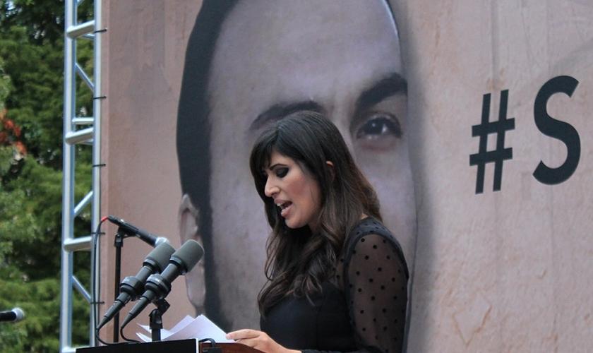 Naghmeh Abedini tem batalhado pela soltura de seu marido, Pr. Saeed, que está preso injustamente desde 2012, no Irã.