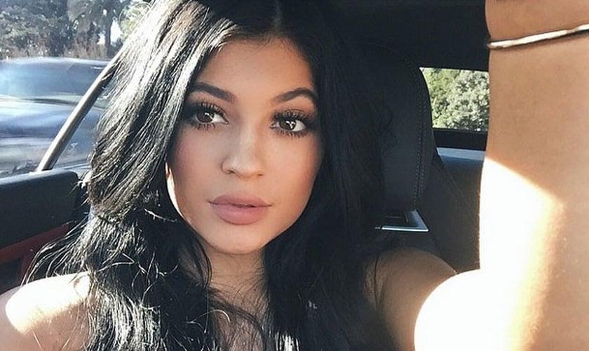 Kylie Jenner inspira as adolescentes a terem lábios carnudos