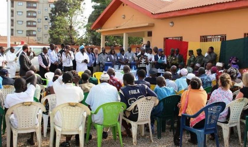Vacina na imuniza vinte voluntarios