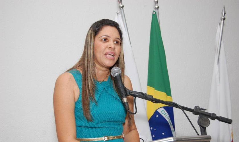 A vereadora evangélica Andréia Botelho (PSL) apresentou o PL 2.559/2015, que comemora o Dia Municipal da Esposa do Pastor.