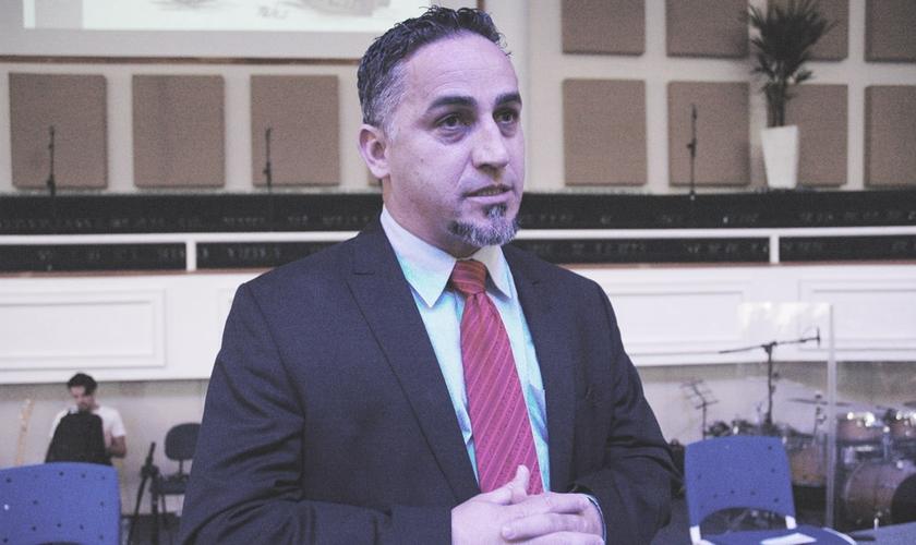 Pastor Clewson Oliveira, líder do Ministério Apascentar, na Flórida, EUA.