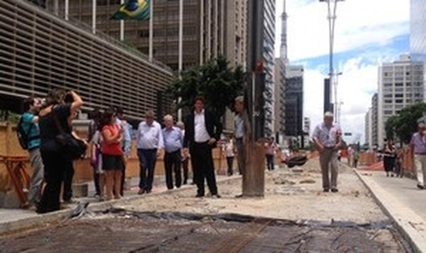 Paralisação das obras de ciclovia no canteiro central da Av. Paulista