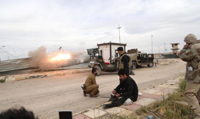 Milícia iraquiana ataca o Estado Islâmico em Tikrit