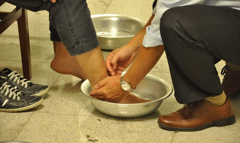 Lava pés