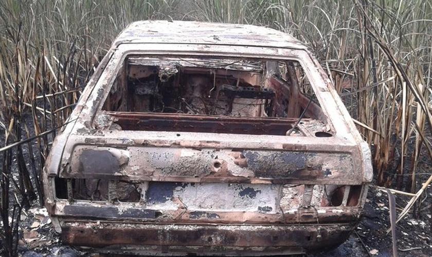 Carro que foi roubado e queimado no interior de São Paulo. (Divulgação/ J. Serafim)