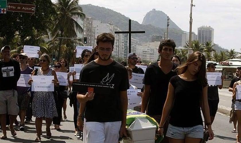 ONG Rio de Paz protesta contra a violência no Complexo do Alemão