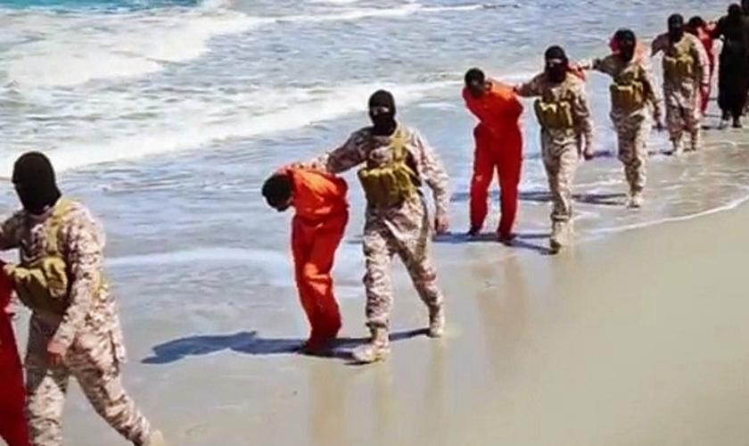 Estado Islâmico executa cristãos na praia