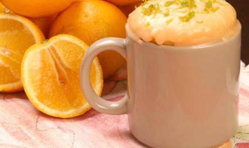 Bolo de laranja na caneca