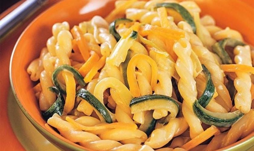 Macarrão Genelli com legumes