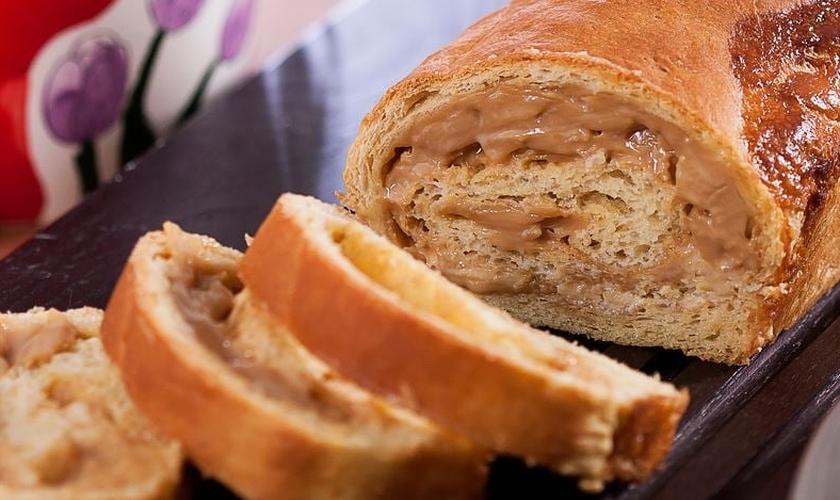 Pão doce com cream cheese e doce de leite
