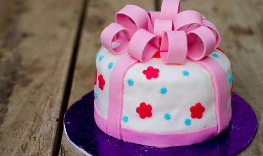 A loja Sweet Cakes se recusou a fazer um bolo de casamento gay, e foi processada.