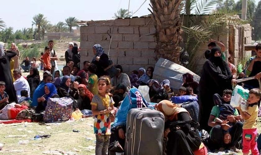 Moradores que fugiram de Ramadi