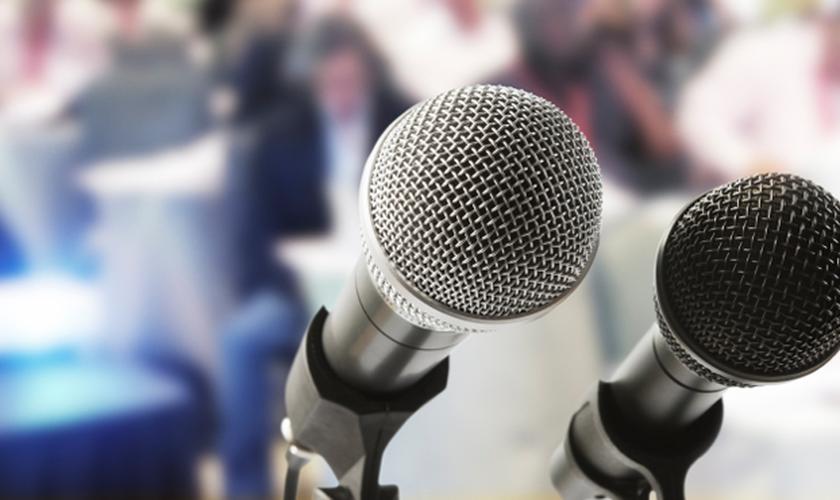 Imagem ilustrativa de microfones. (Foto: American Tower)
