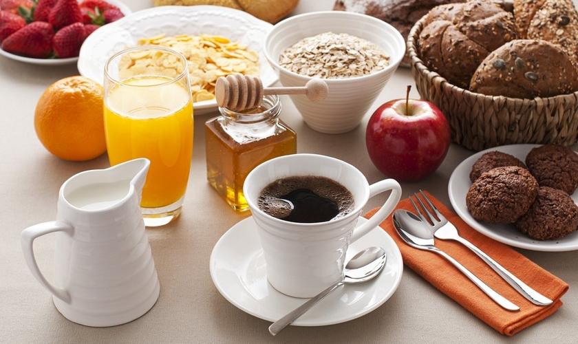Café da manhã e os alimentos benéficos