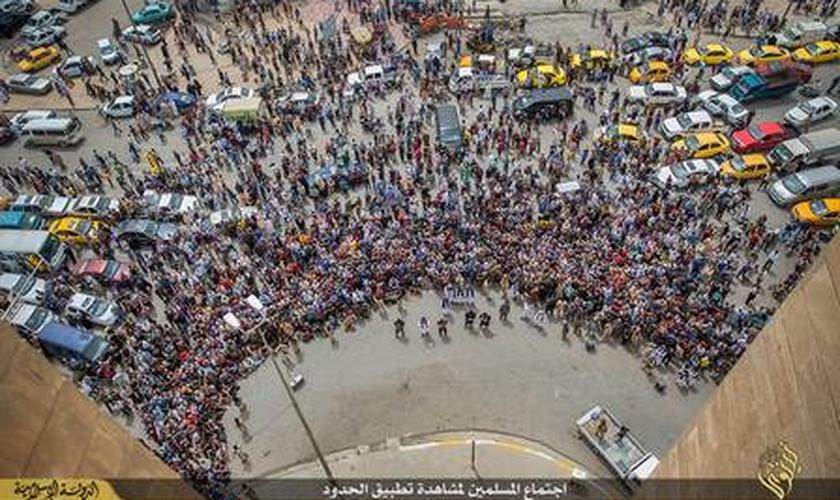 Estado Islâmico _ homossexuais jogados de prédio