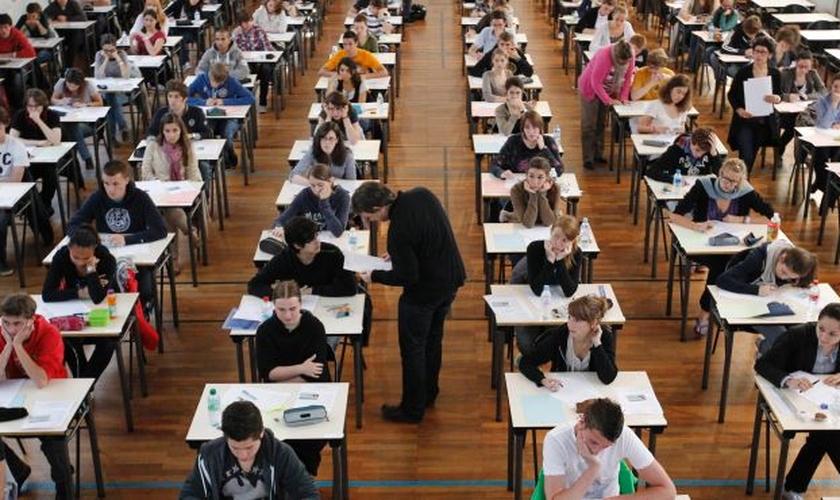 Escolas cristãs, no total, educam cerca de 33 mil alunos, nos quais metade são cristãos e metade são muçulmanos.