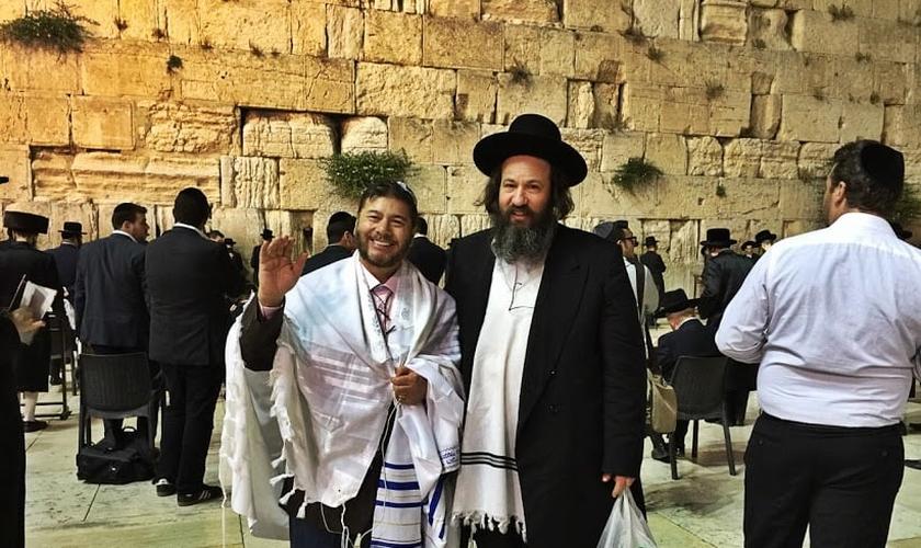 Ap. Joel Engel esteve no Muro das Lamentações, durante viagem à Israel. (Divulgação)