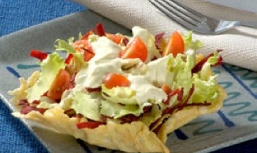 Salada na certinha de parmesão