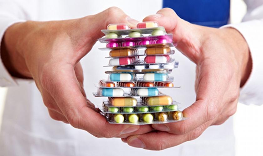 As novas regras exigem que uma farmácia entregue todos os medicamentos, mesmo que o proprietário se oponha.