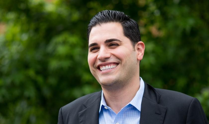 Mark Arabo, de 32 anos, é idealizador da Minority Humanitarian Foundation .(Foto: The Huffington Post)