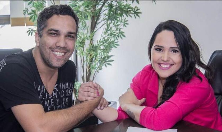 Cantora Perlla e o presidente da Mess Entretenimento, Judson Lenna (Foto: Divulgação)