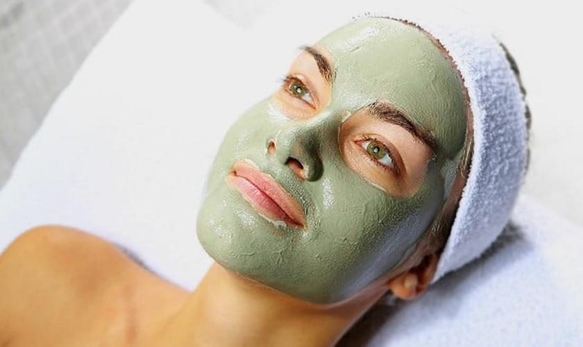 máscara facial de argila verde