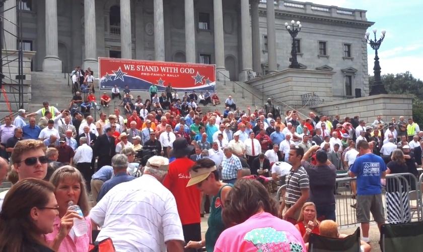 Milhares de pessoas se reuniram em frente à 'State House', no Estado da Carolina do Norte (EUA), para protestar contra questões como o aborto e o casamento gay.