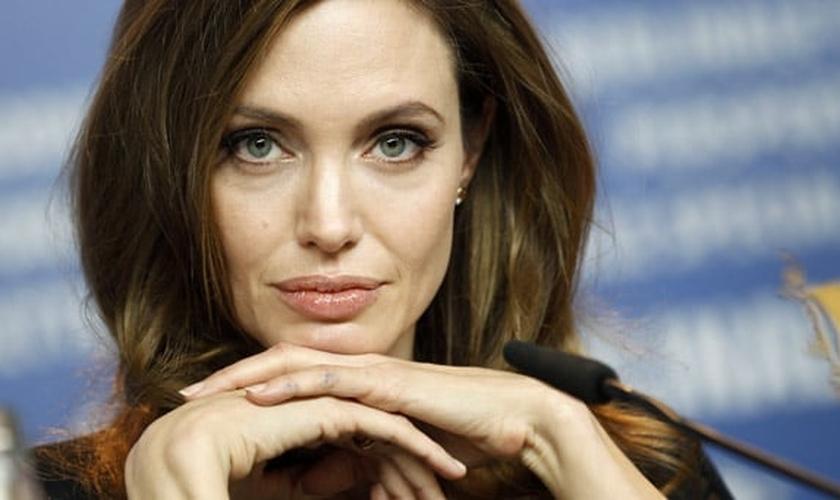 Jolie lembrou das meninas que conheceu nas zonas de guerra, e que haviam sido estupradas.