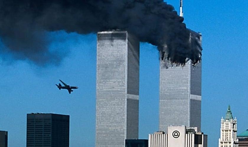 Foto flagrou o momento em que o segundo avião estava prestes a chocar-se contra uma das torres do Wolrd Trade Center, em Nova York.
