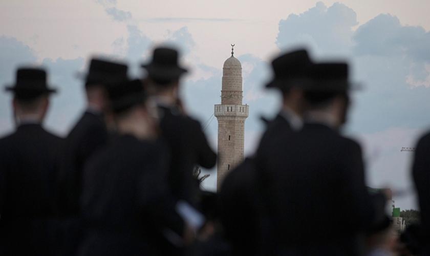 Em Jerusalém, o Yom Kippur foi marcado para começar às 18:01 de terça-feira.