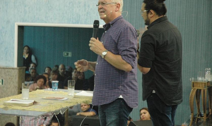 Randy Clarck durante ministração na Igreja do Evangelho Quadrangular de Vila Ema. (Foto: Guiame/ Marcos Paulo Corrêa)