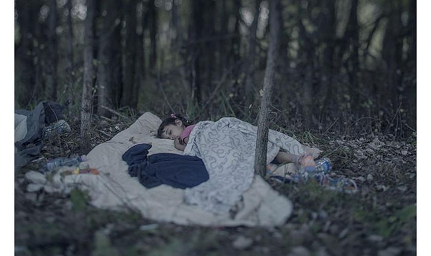 Criança refugiada síria dormindo