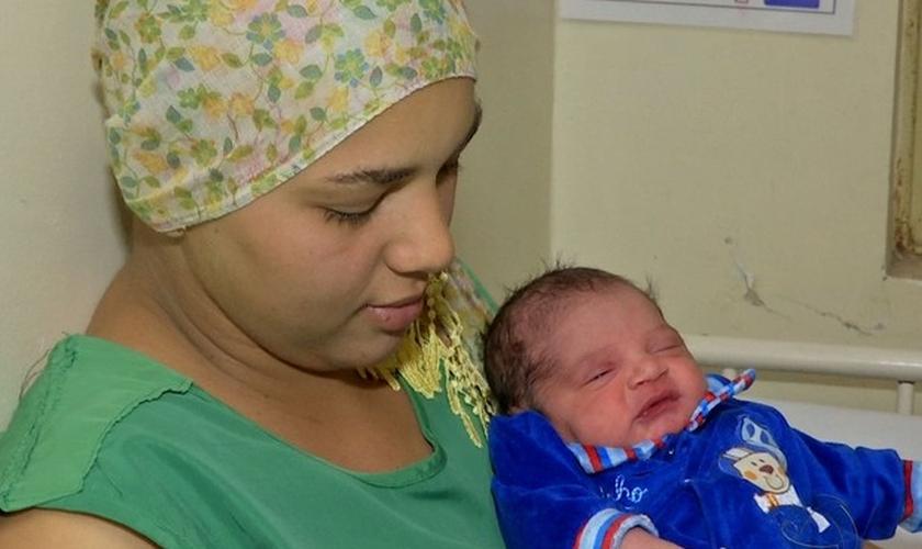 Mãe e filho estão internados no Hospital Geral Universitário, em Cuiabá, em observação. (Foto: G1)