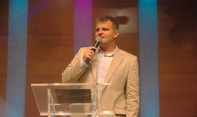 O Apóstolo Rina, líder e fundador da Bola de Neve Church, foi o preletor do Café de Pastores da CPESP em outubro. (Foto: Guiame/ Marcos Paulo Corrêa)