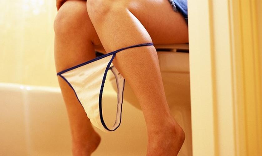 Algumas características da urina podem revelar muito sobre o estado da sua saúde. (Foto: Bolsa de Mulher)