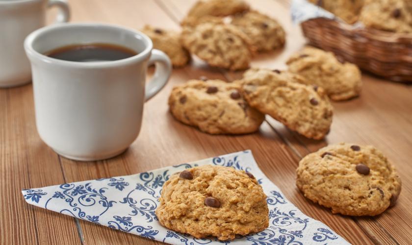 A receita de cookies de aveia com chocolate irá alegrar o seu dia. (Foto: Divulgação)