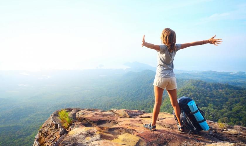 Com alguns meios de economizar ao máximo o seu orçamento, é possível continuar fazendo viagens incríveis gastando pouco. (Foto: Shutterstock)