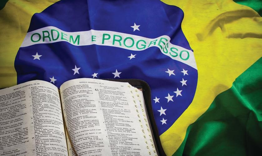 A instituição governamental tem a bênção de Deus, mas somente até onde não contrarie as expectativas divinas para ela.
