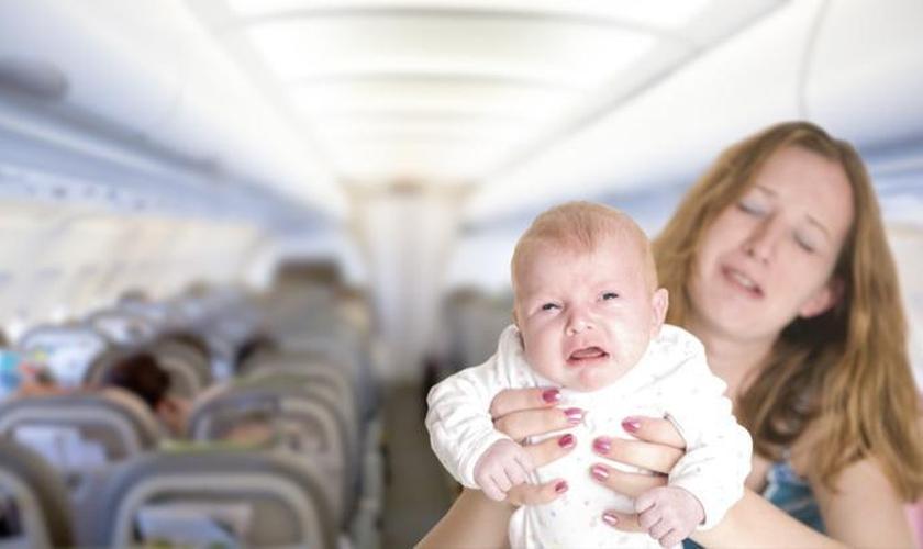 O choro da maioria dos bebês costuma acontecer durante a decolagem e a aterrissagem. (Foto: Reprodução/ Disney Babble)