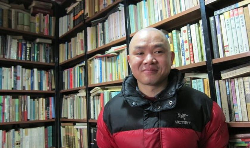 A recente conversão do escritor Ran Yunfei foi saudada como um milagre por muitos cristãos. (Foto: Reprodução/ New York Review of Books)