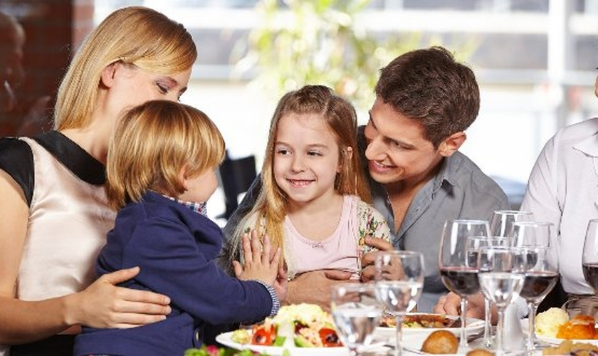 Sair de casa com as crianças requer um cuidado redobrado. (Foto: Reprodução/ Guia da Semana)