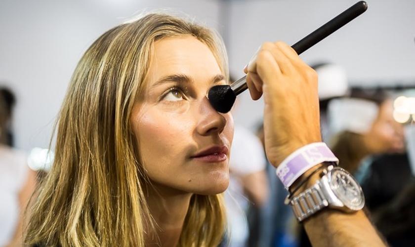 Falso bronze: veja dicas dos maquiadores e modelos do SPFW para acertar no look. (Foto: André Bittencourt)