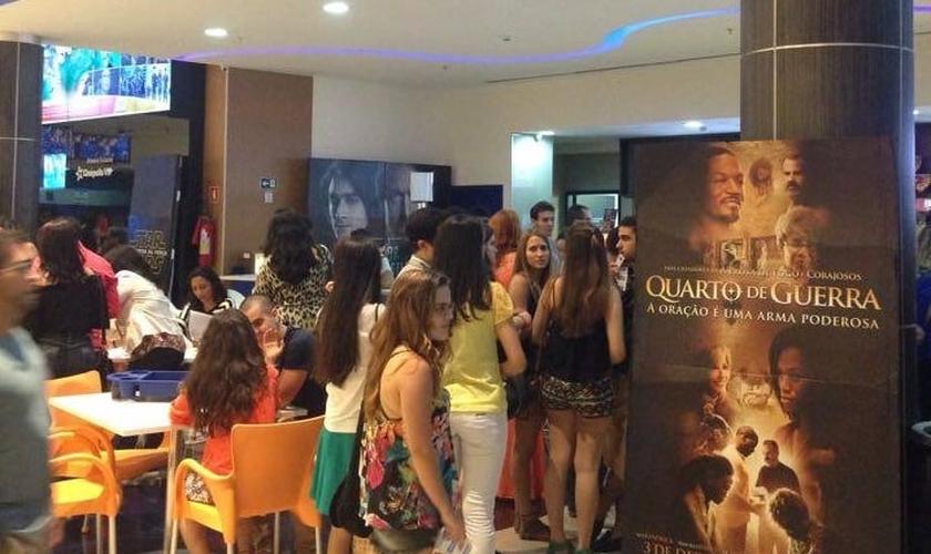 """Com duas salas reservadas. a Premiere do filme """"Quarto de Guerra"""" em Fortaleza contou com a presença de 440 pessoas, de diversas igrejas da cidade. (Foto: Guiame)"""