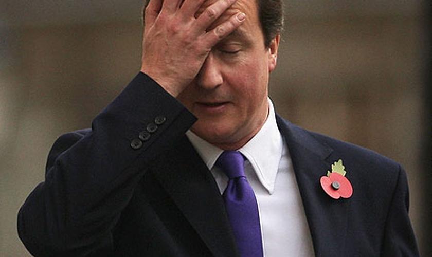 Primeiro-ministro do Reino Unido, David Cameron lançou uma proposta para o parlamento britânico, que visa aprovar o ingresso das forças britânicas nos ataques ao Estado Islâmico, na Síria.