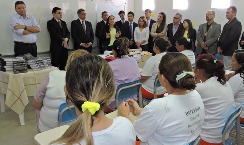 Bíblias entregues em presídio no Ceará