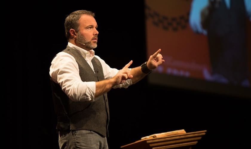 Pastor Mark Driscoll pregando