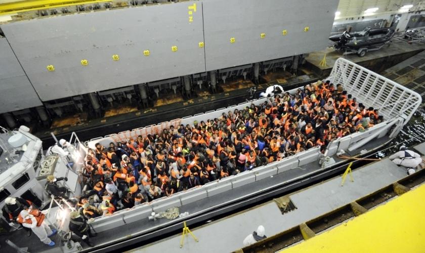 Refugiados mediterrâneos (Imagem: Reuters)