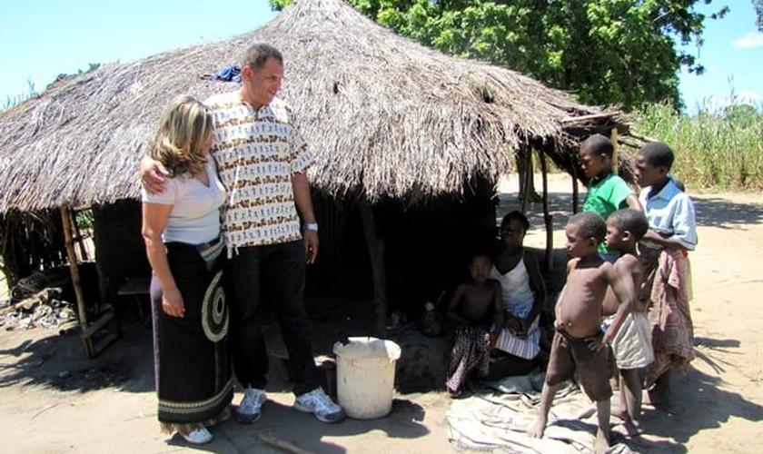 Casal de missionários brasileiros, do Mato Grosso do Sul, semeiam a Palavra de Deus em Moçambique. (Foto: Igreja Evangélica Assembleia de Deus)